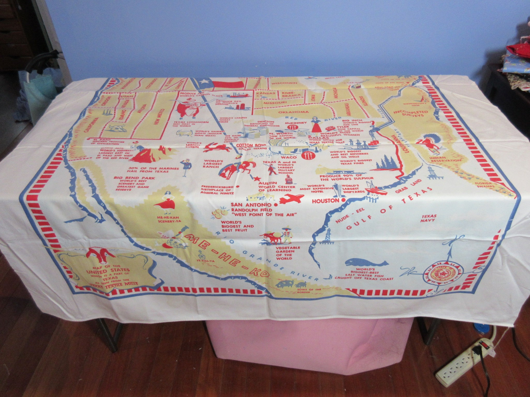 Elizabeth 1 Vintage Printed Tablecloth (49 X 47)