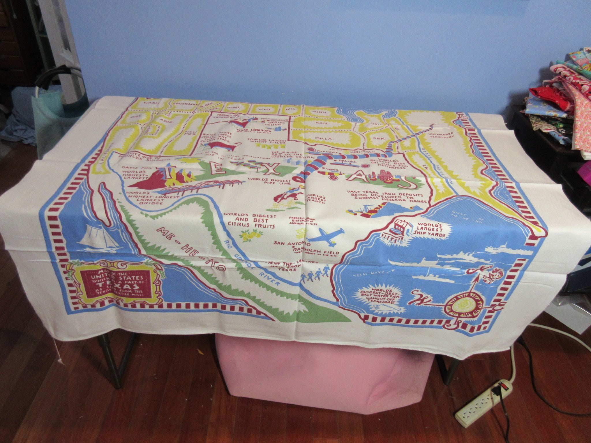 Elizabeth 3 Vintage Printed Tablecloth (49 X 45)