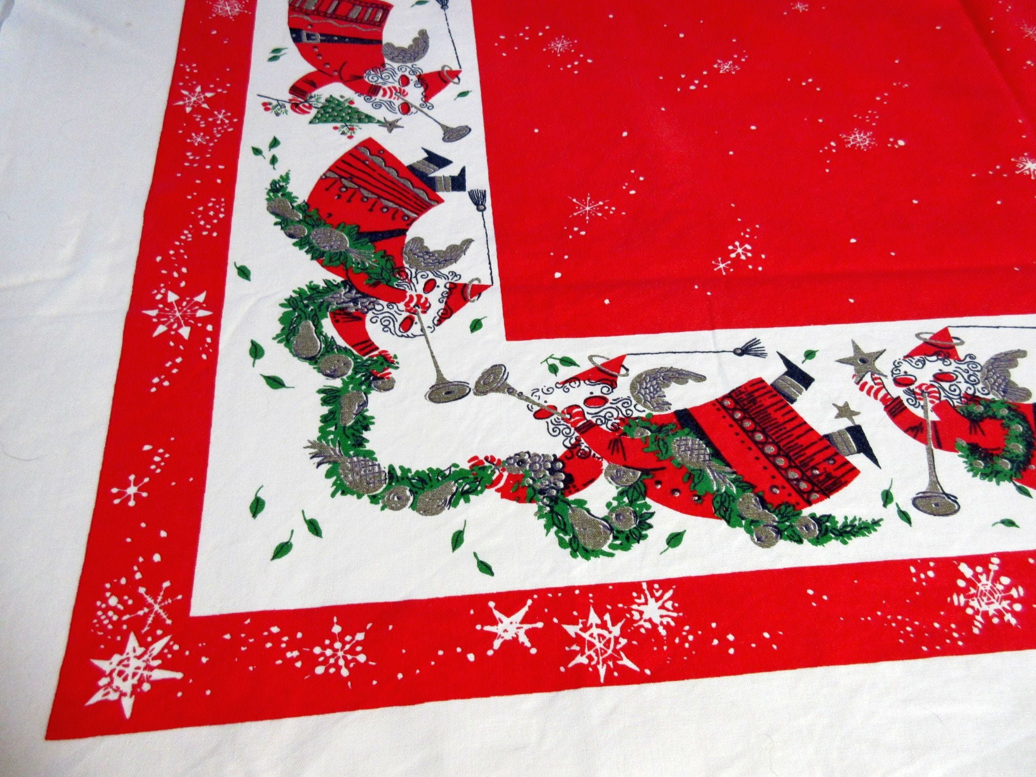Dearden Flying Santas on Red Christmas Vintage Printed Tablecloth (55 X 47)