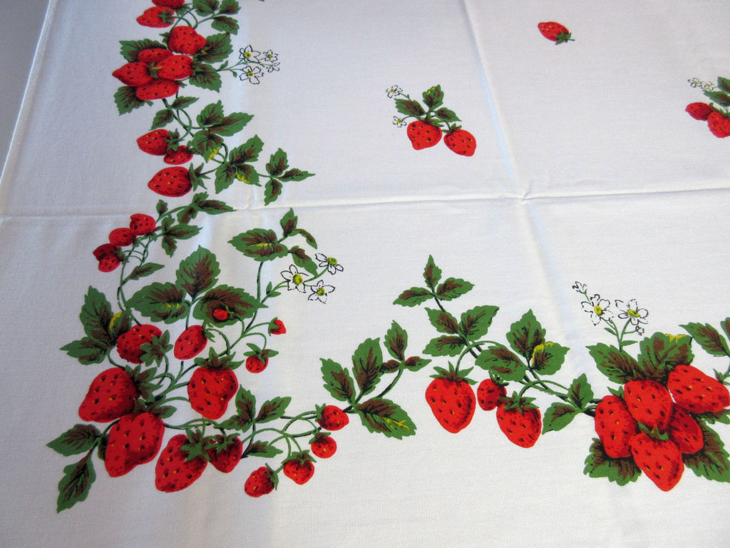 Red Green Strawberries MWT Fruit Vintage Printed Tablecloth (67 X 52)