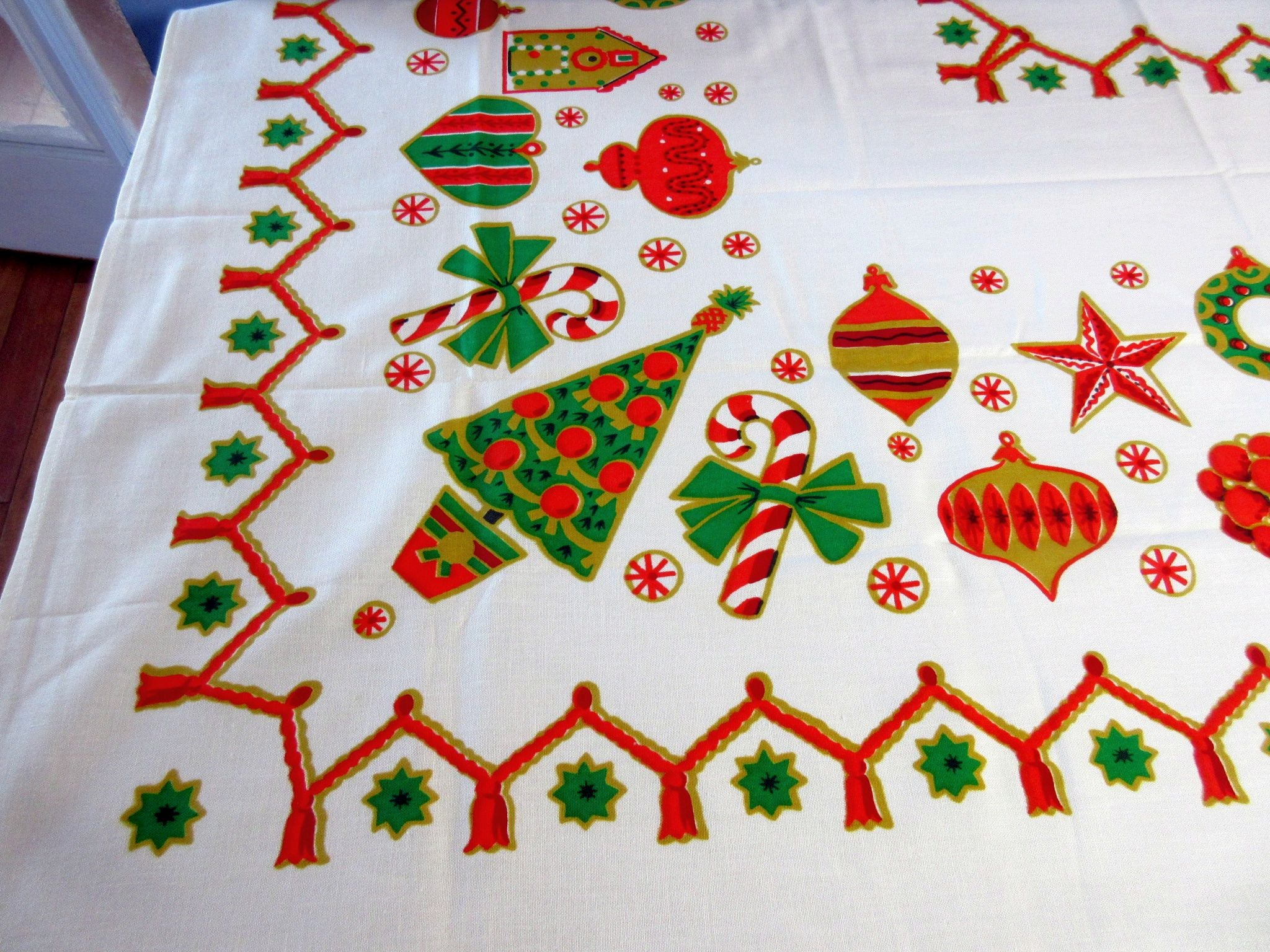 Gingerbread Ornaments MWT Simtex Christmas Vintage Printed Tablecloth (67 X 53)