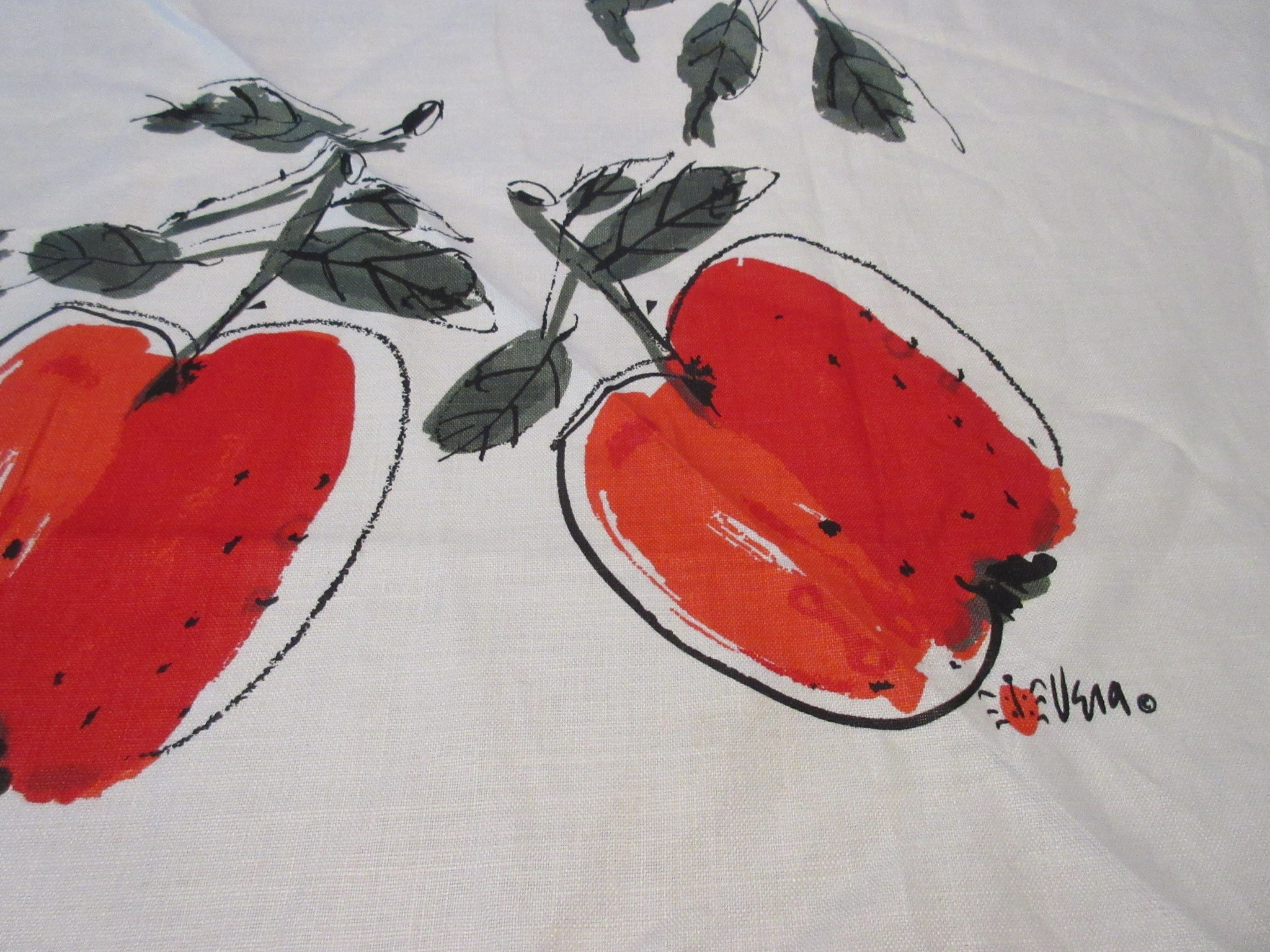 Bright Red Fall Apples Vera ROUND MWT Fruit Vintage Printed Tablecloth (72 X 69 ROUNDISH)
