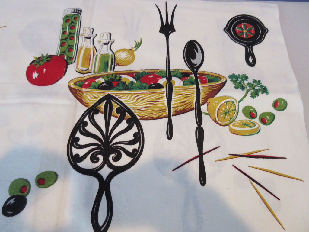 Salad Bowls Trivets Food MWT Novelty Vintage Printed Tablecloth (53 X 51)