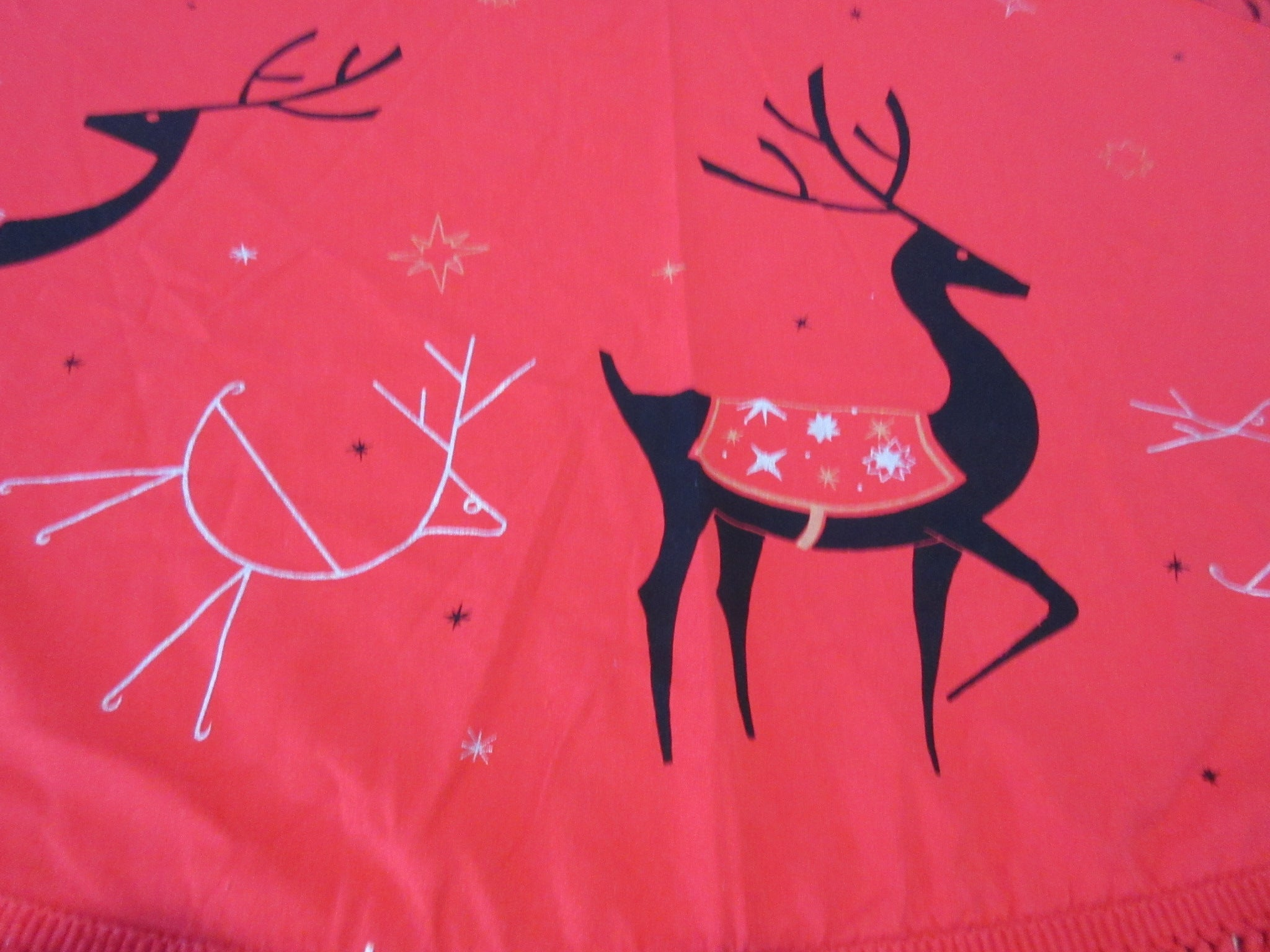 ROUND CHP Christmas Reindeer on Red Novelty Vintage Printed Tablecloth (61 x 56 ROUNDISH)