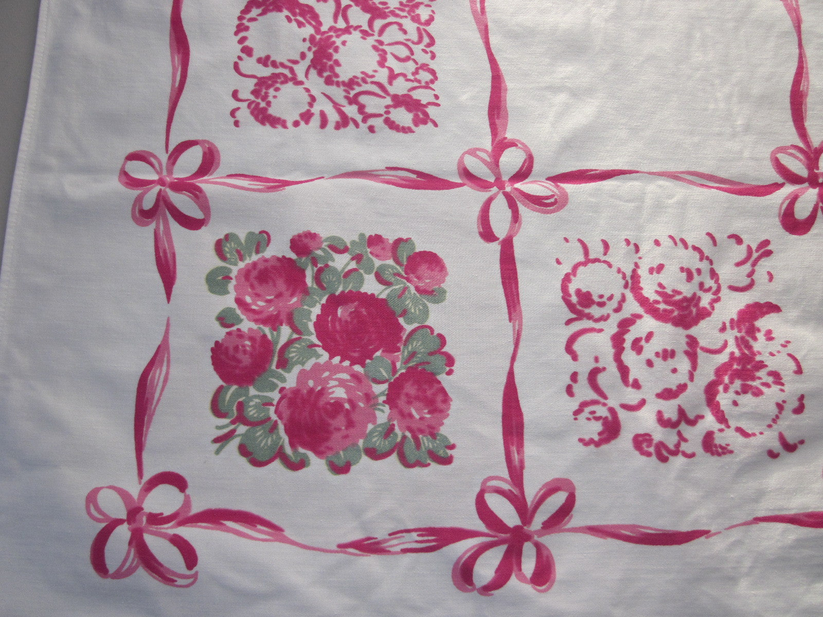 Pink Clovers Ribbons Floral Vintage Printed Tablecloth (66 X 50)