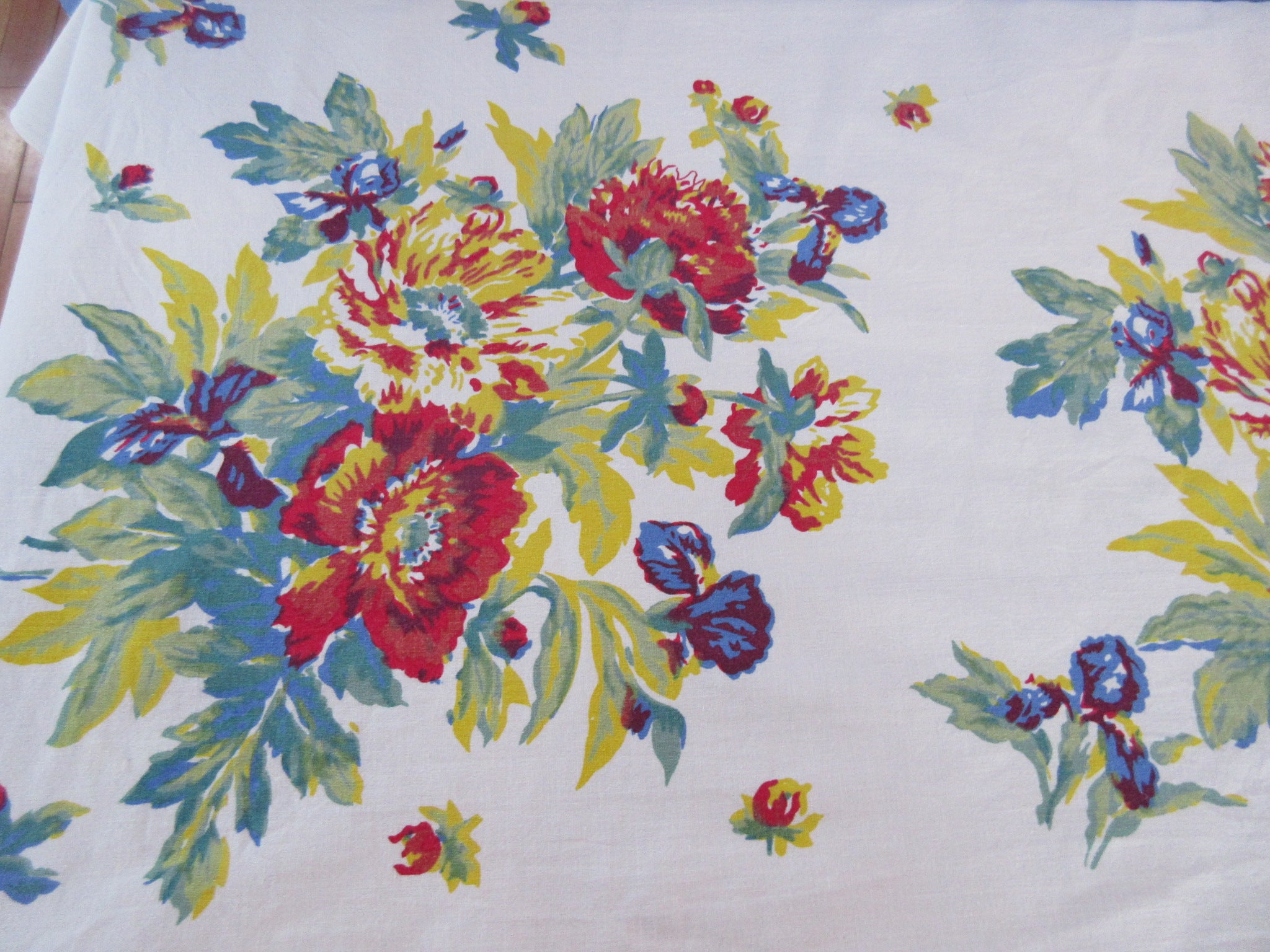 Early Primary Poppies Floral Vintage Printed Tablecloth (72 X 50)
