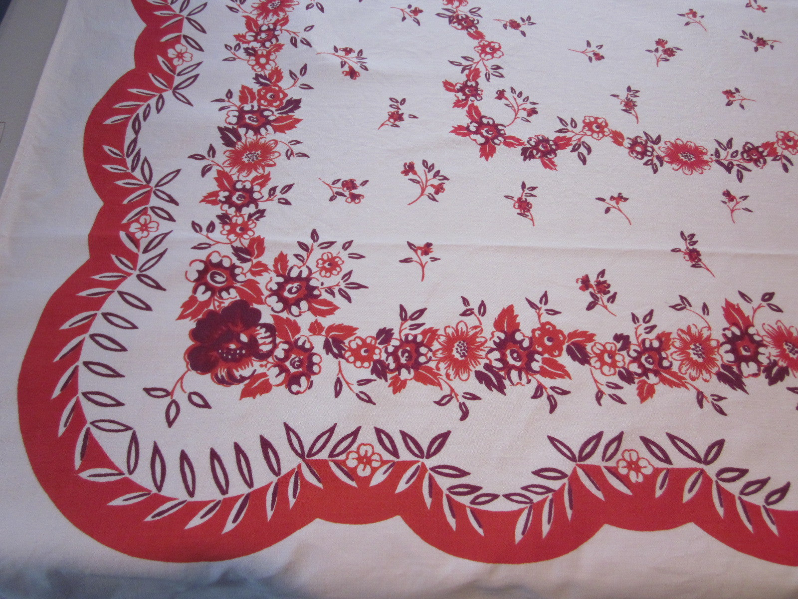 Red Magenta Floral Scallops Vintage Printed Tablecloth (64 X 50)
