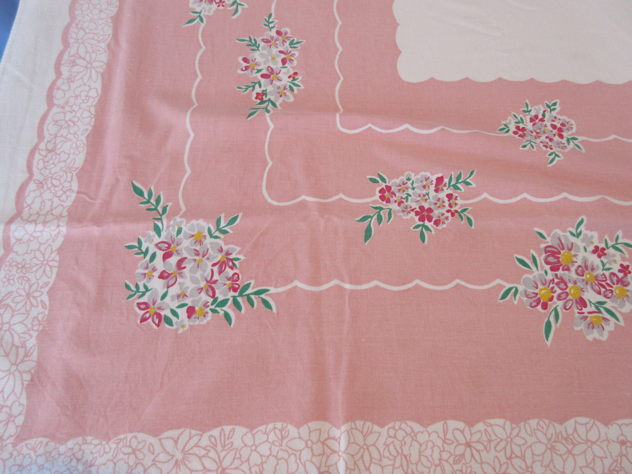 Simtex Nosegays on Pink Cutter? Floral Vintage Printed Tablecloth (60 X 51)
