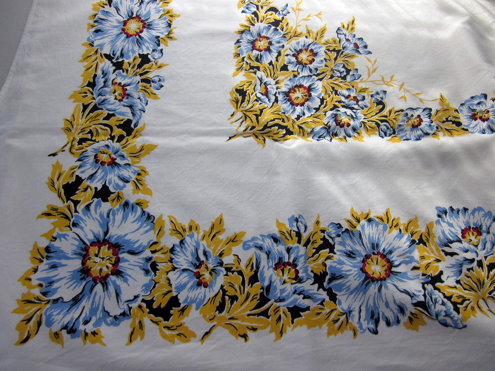 Blue Yellow Floral NWOT Napkins Vintage Printed Tablecloth (64 X 53)