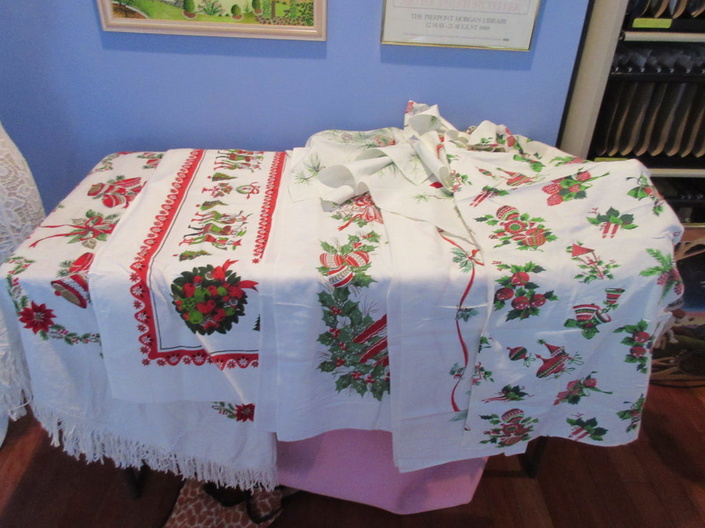 Christmas Cutter Lot C i0404 i1531 i1532 i2575 Vintage Printed Tablecloth