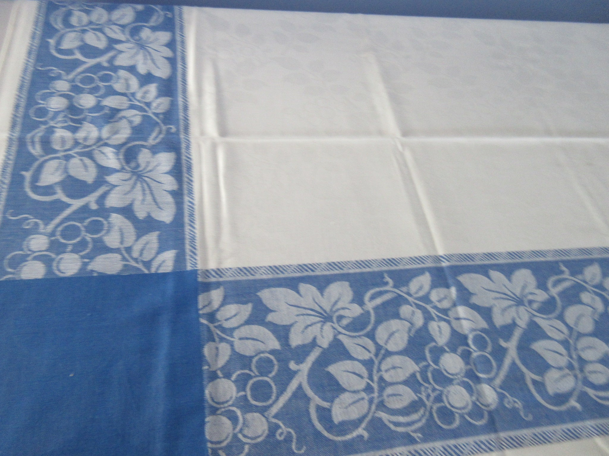 Blue White Damask Grapes Fruit MWT Vintage Printed Tablecloth (66 X 52)