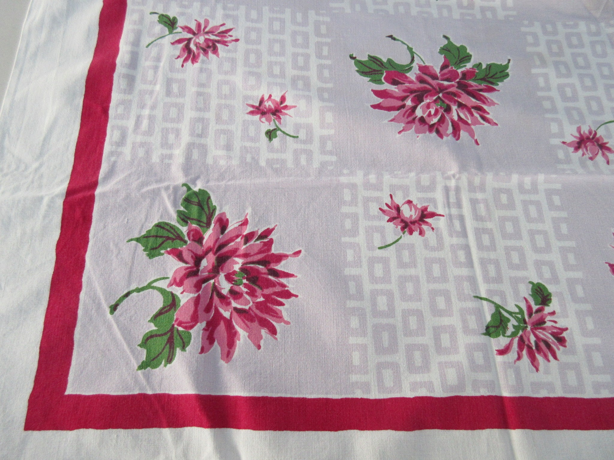 Startex Dahlias on Mauve Floral Vintage Printed Tablecloth (49 X 45)