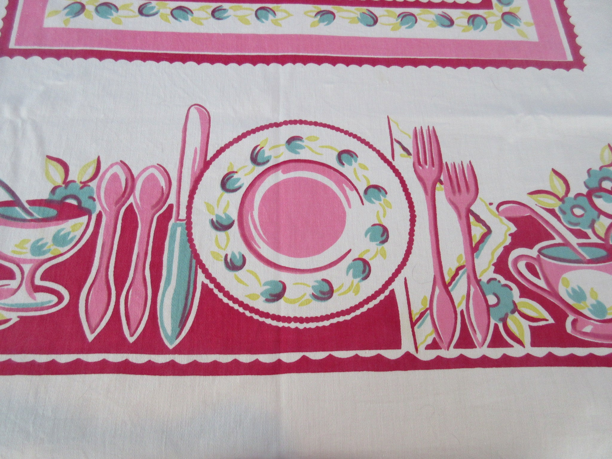 HTF Pink Mod Tabletop Dishes Novelty Vintage Printed Tablecloth (50 X 47)