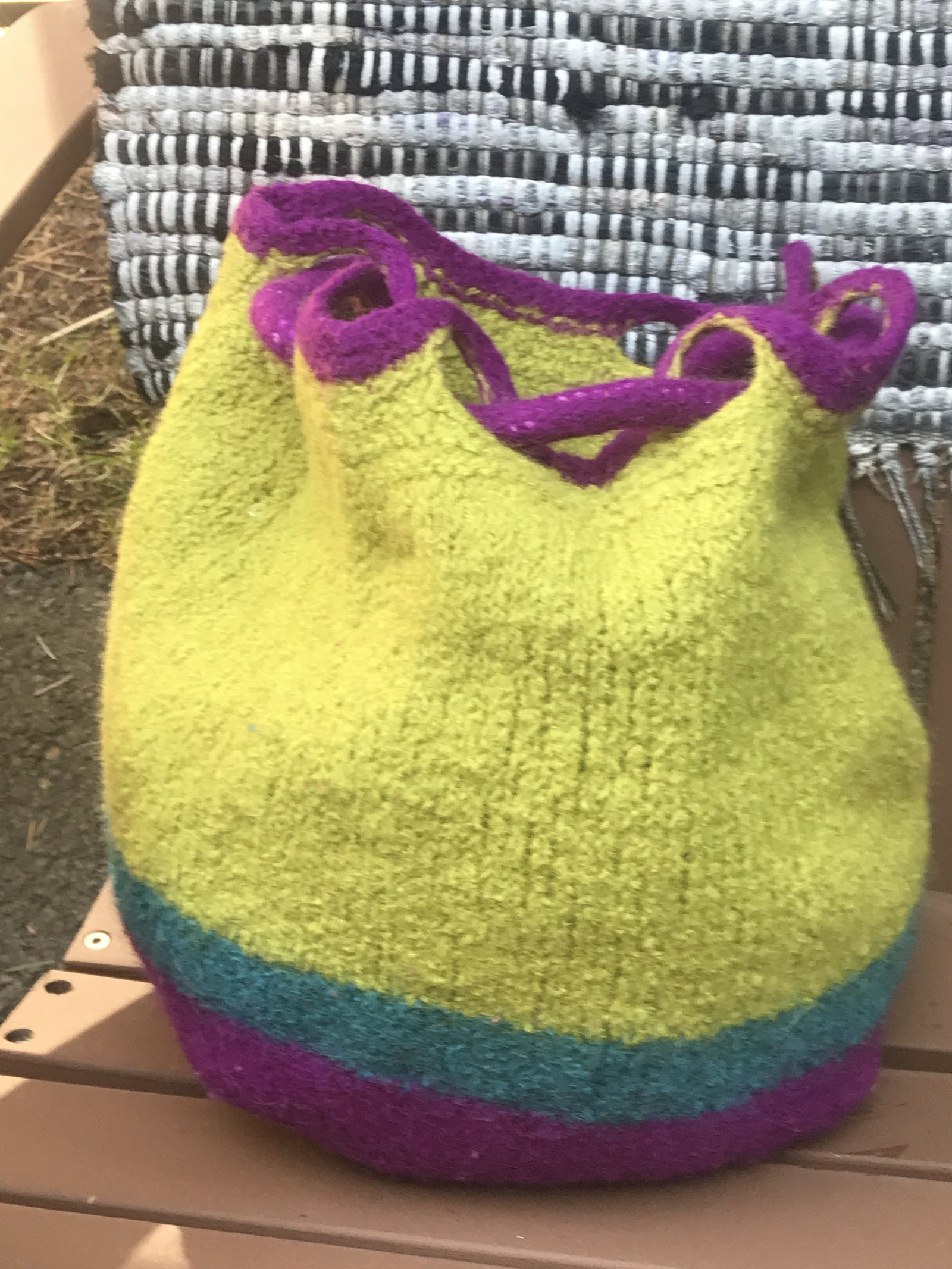 8241cce69 A knitted bag that goes the distance (free pattern!)