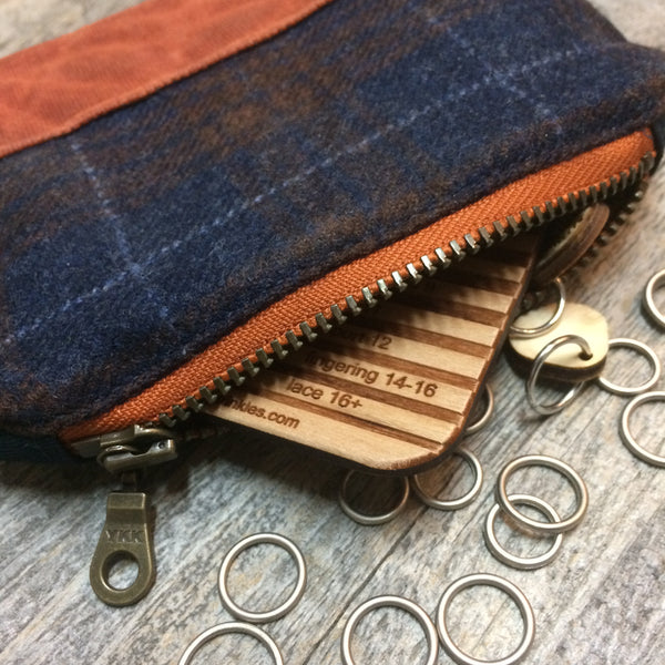 Bits and bobbles purse- navy wax and wool edition