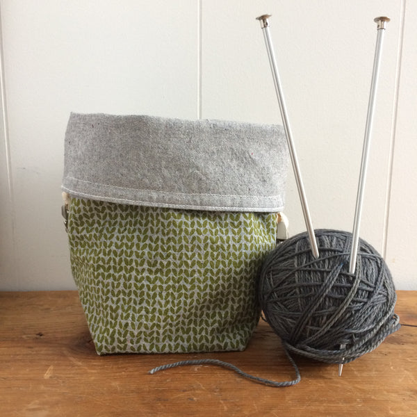Knit Stitch Mini Trundle Bag