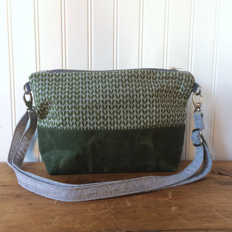 Notions pouch- Green knit stitch cross-body