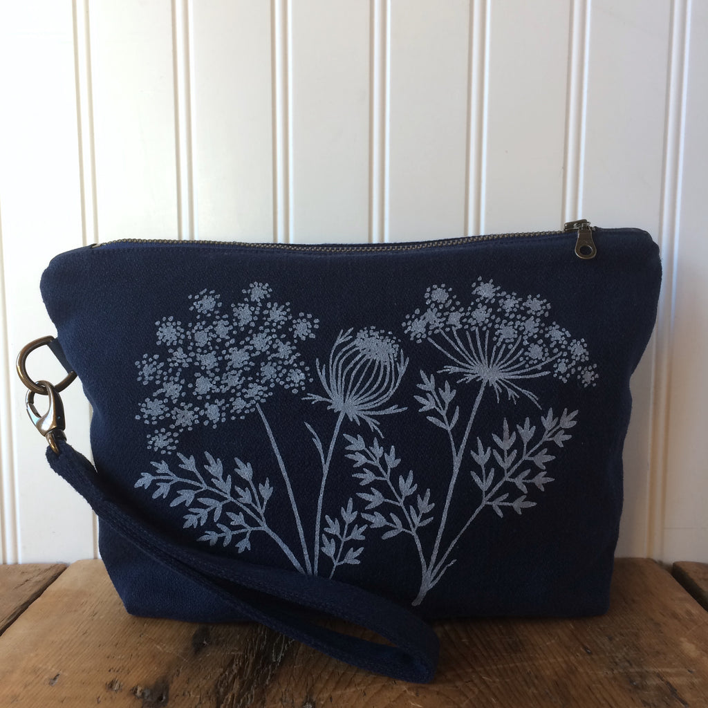 Notions pouch- Queen Anne's Lace wristlet