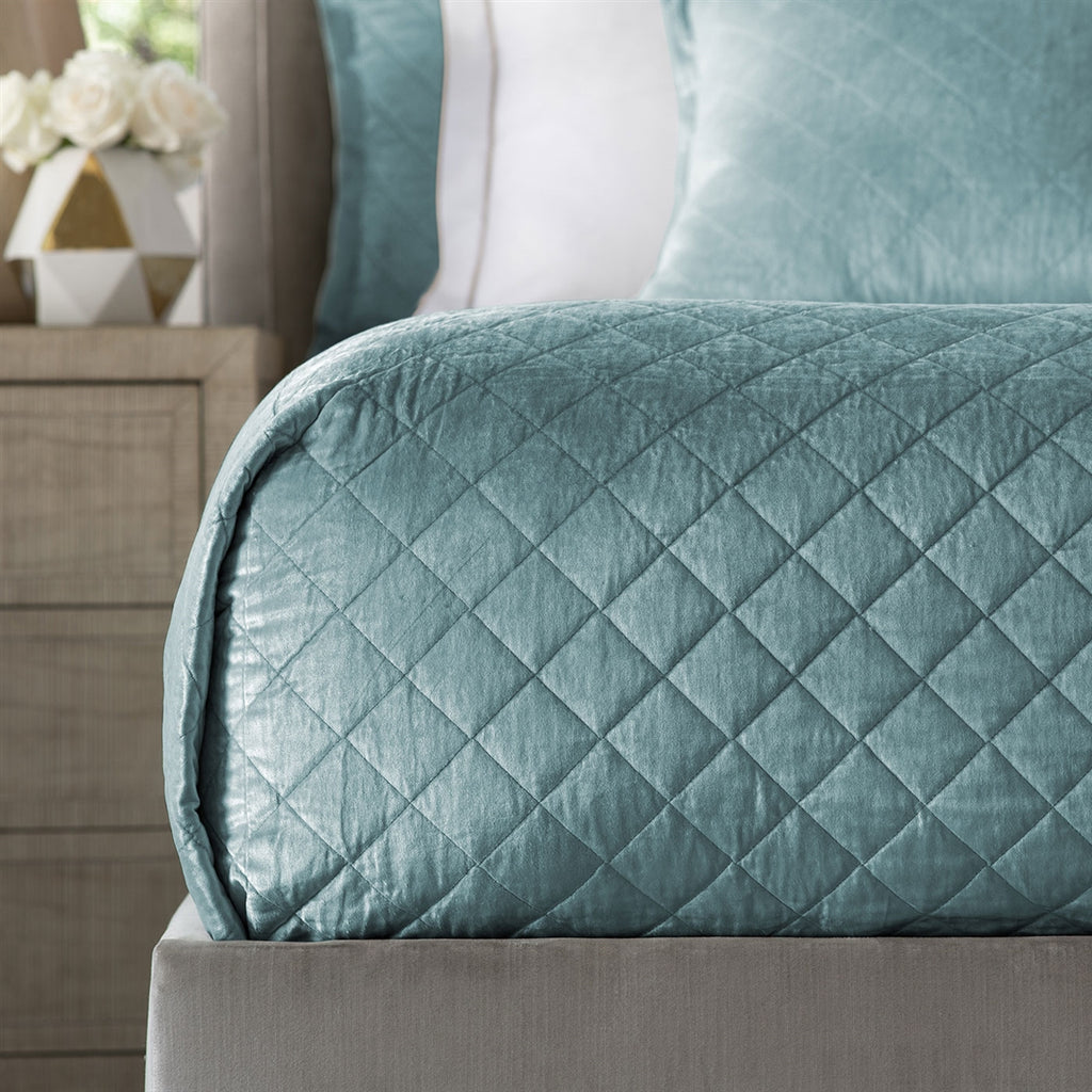 CHLOE QUEEN COVERLET / SEA FOAM VELVET 96X98