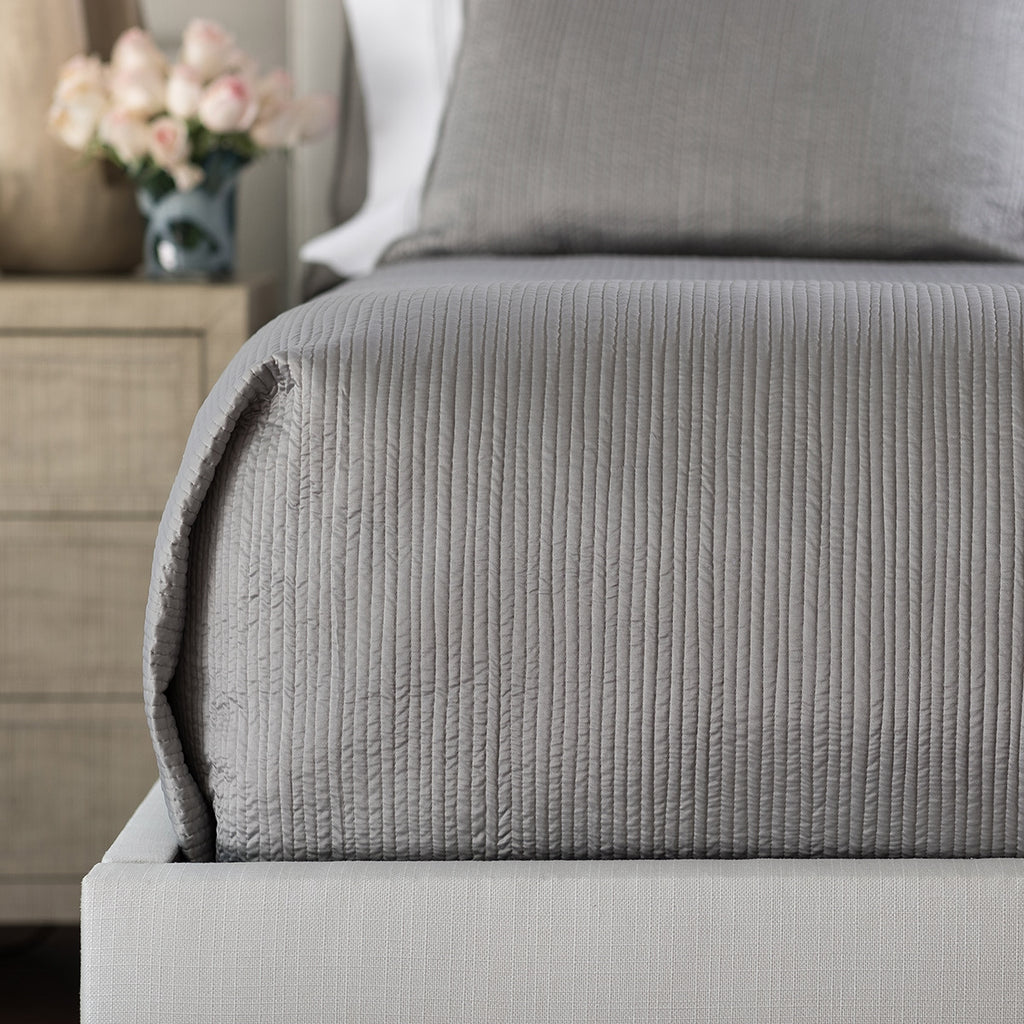 RETRO QUEEN COVERLET / PEWTER S&S 96X98