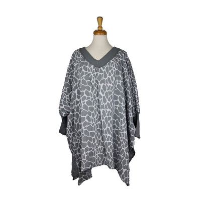 Oversized V-Neck Top in Giraffe Print