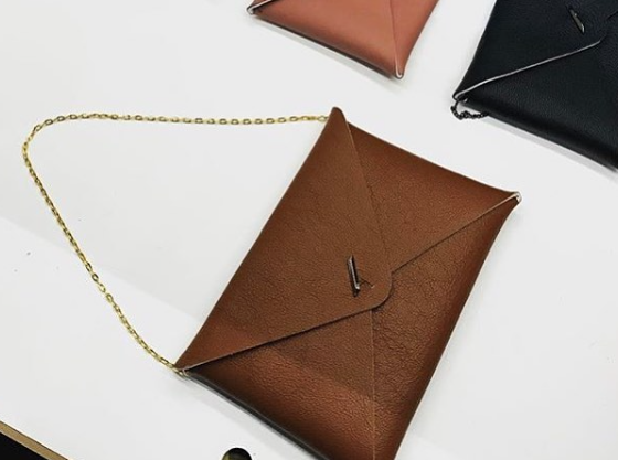 Reversible Envelope - Black / Camel