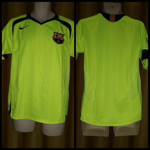2005-06 Barcelona Away Shirt Size Small