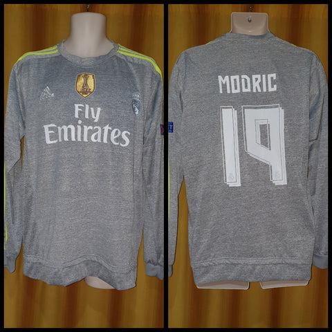 2015-16 Real Madrid Away Shirt Size Extra Large (Long Sleeve) - Modric #19
