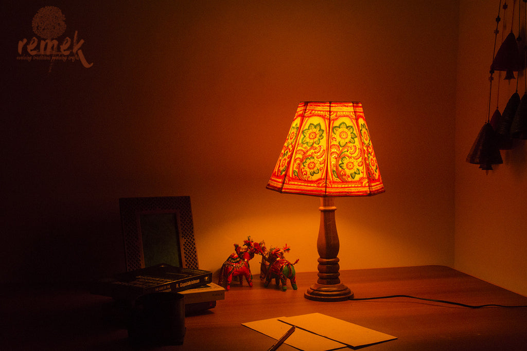 "Hand-painted ""Tholu Bommalata Art"" Table Lamp - Flowers"