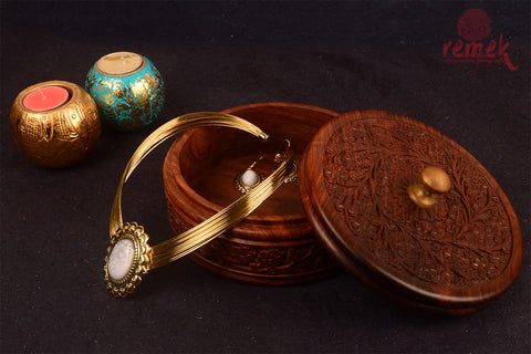 Handcarved Jewellary box with intricate floral patterns