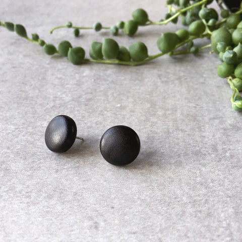 Black faux leather round earrings - leatherette post earrings - biker - Hypoallergenic earrings - kookinuts