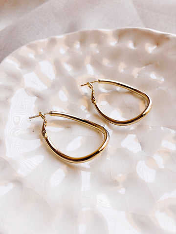 'Wave' gold elongated hoop earrings - kookinuts