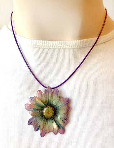 DAISY MUM real flower jewelry pendant necklace - Purple