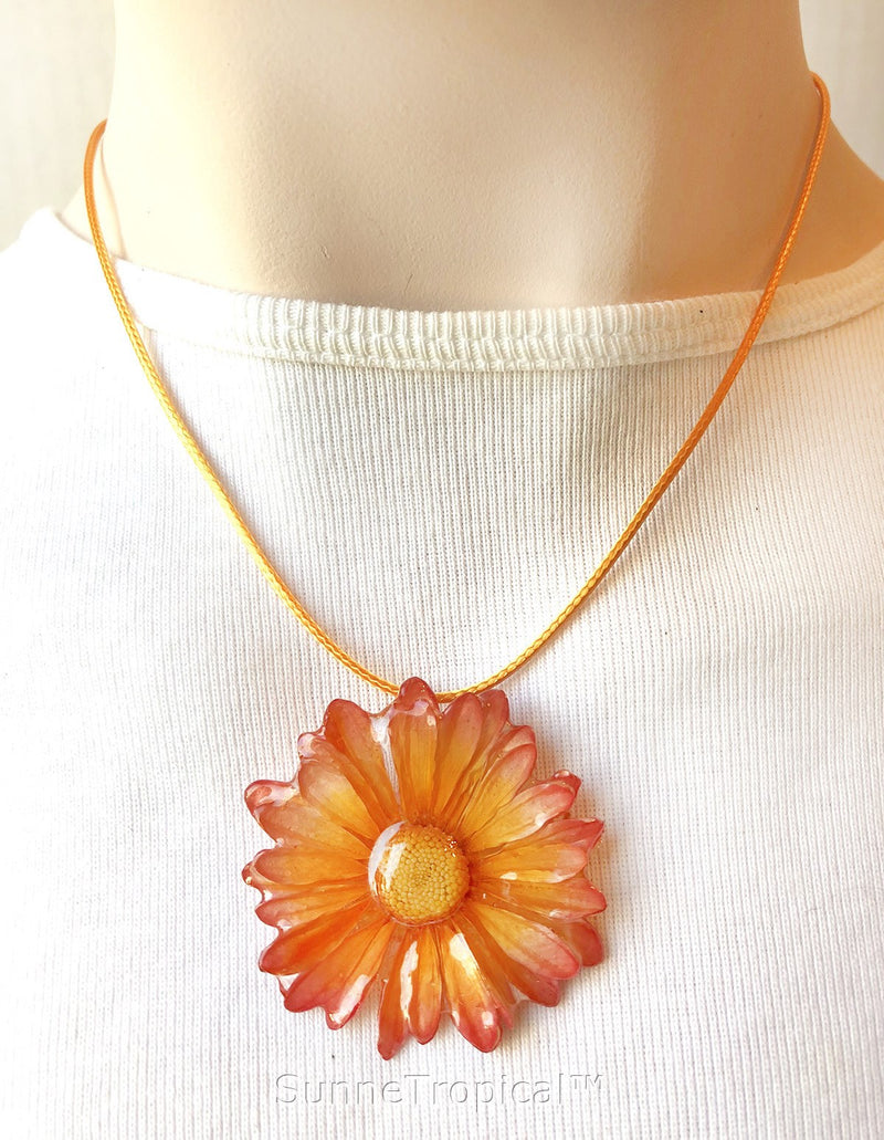 DAISY MUM real flower jewelry pendant necklace - Yellow