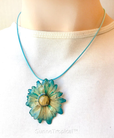 DAISY MUM real flower jewelry pendant necklace - Blue