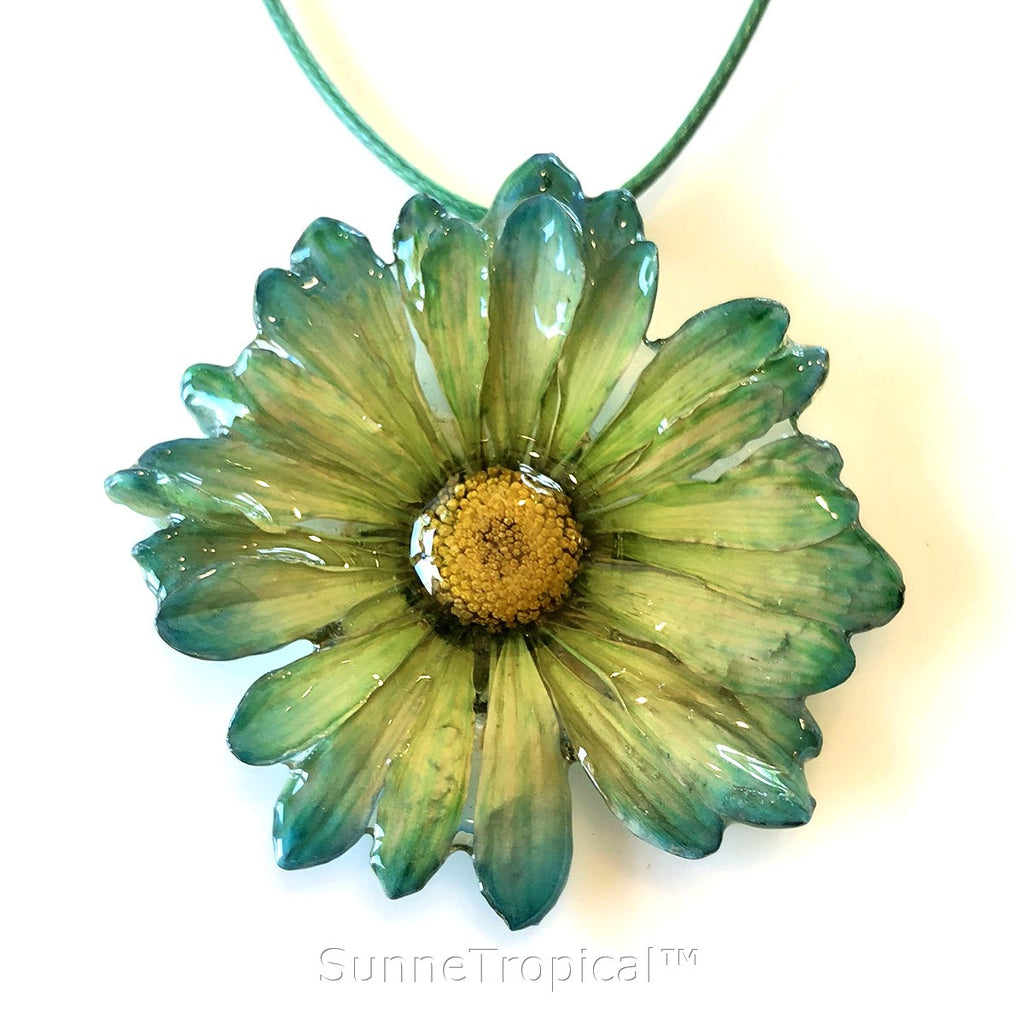 DAISY MUM real flower jewelry pendant necklace - Green