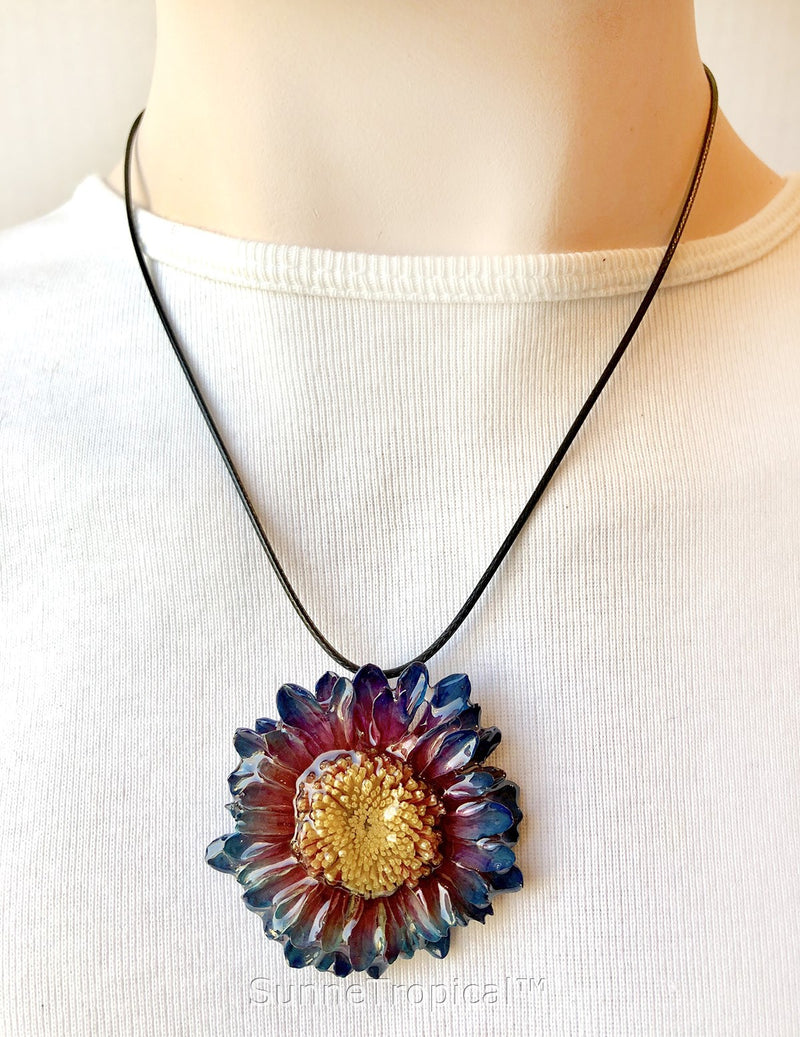 DAISY MUM real flower jewelry pendant necklace - RED NAVY