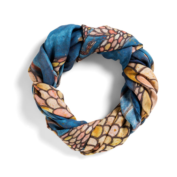 [dragon]  [large oblong scarf]