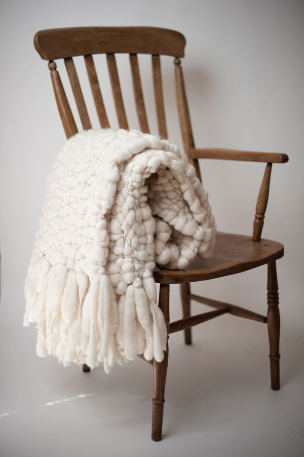 Clouds - Chunky knit throw blanket | Homelosophy | JANGEORGe Interior Design