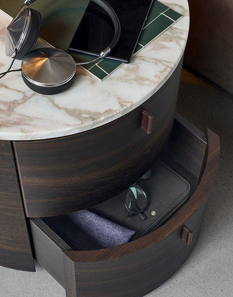 Onda Night table with two drawers and handle in hide