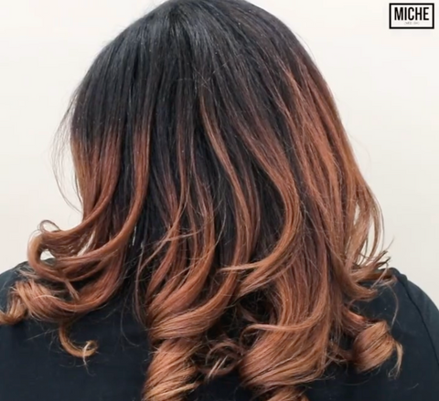 Blowout on natural hair using magnetic rollers