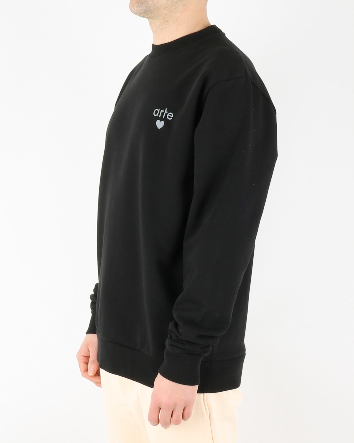 arte_colson heart sweatshirt_black_2_3