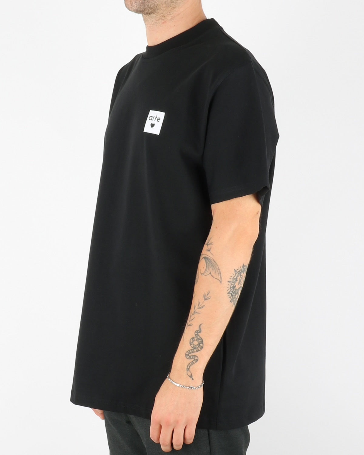 arte_toby heart label t-shirt_black_2_3