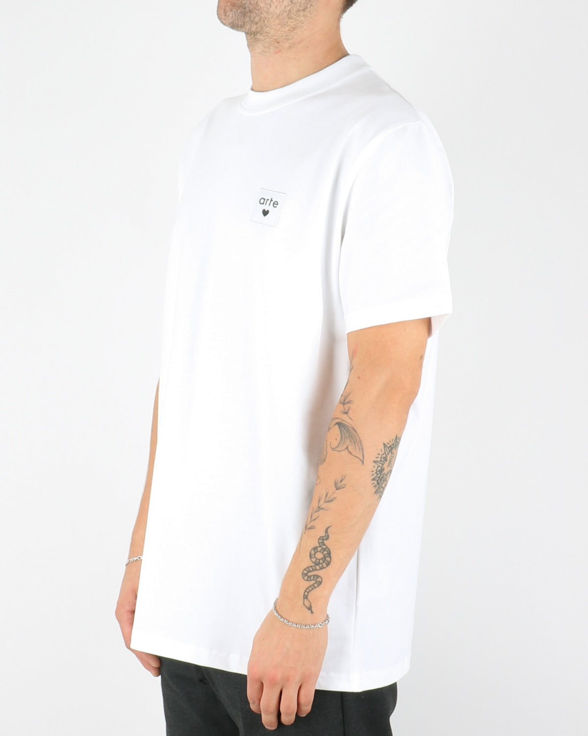 arte_toby heart label t-shirt_white_2_3
