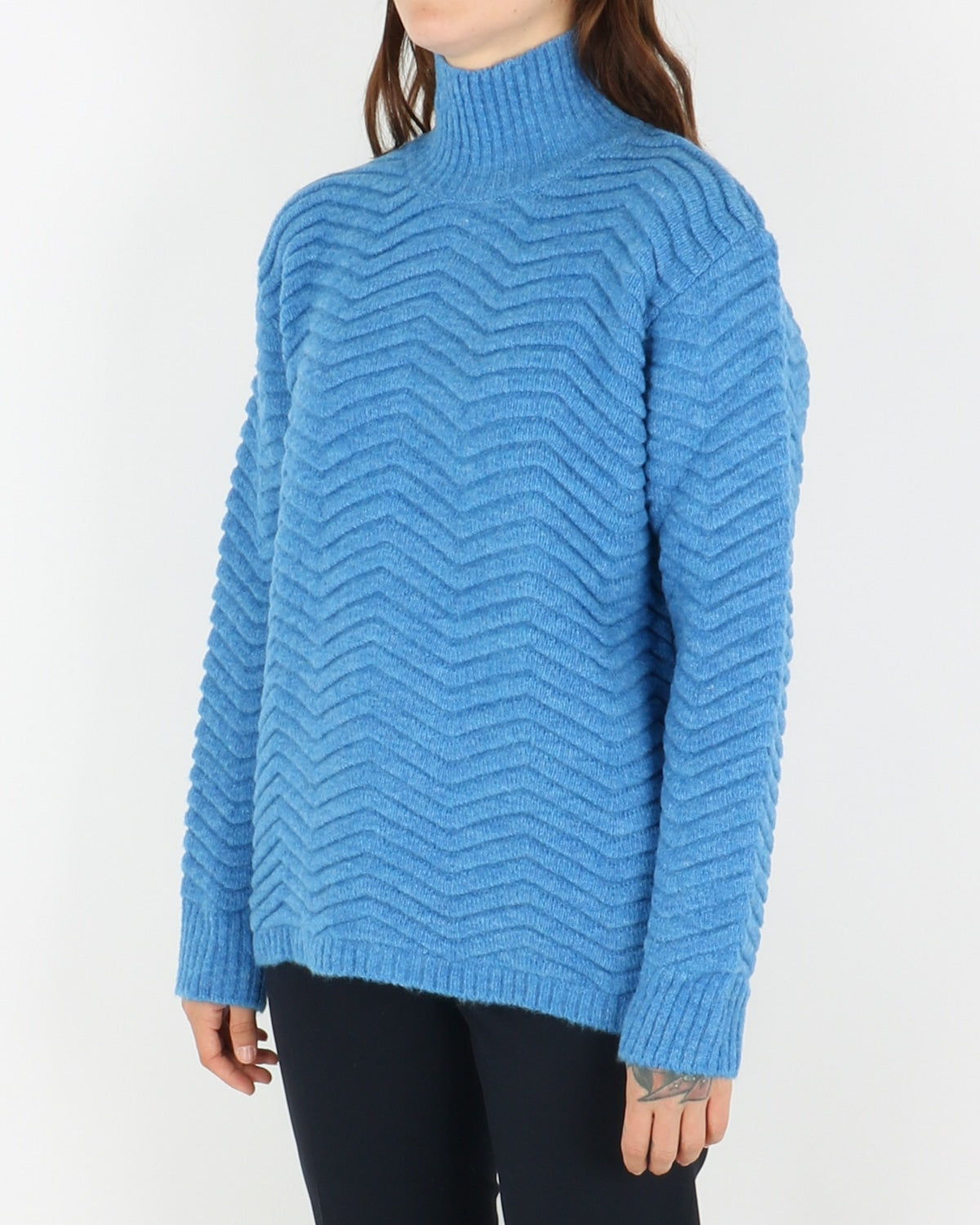 basic apparel_nille knit_azure blue_view_2_3