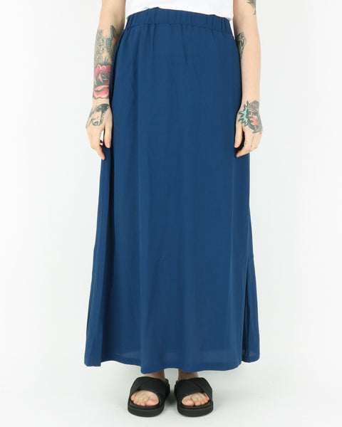 basic apparel_tyra skirt_navy peony_1_2