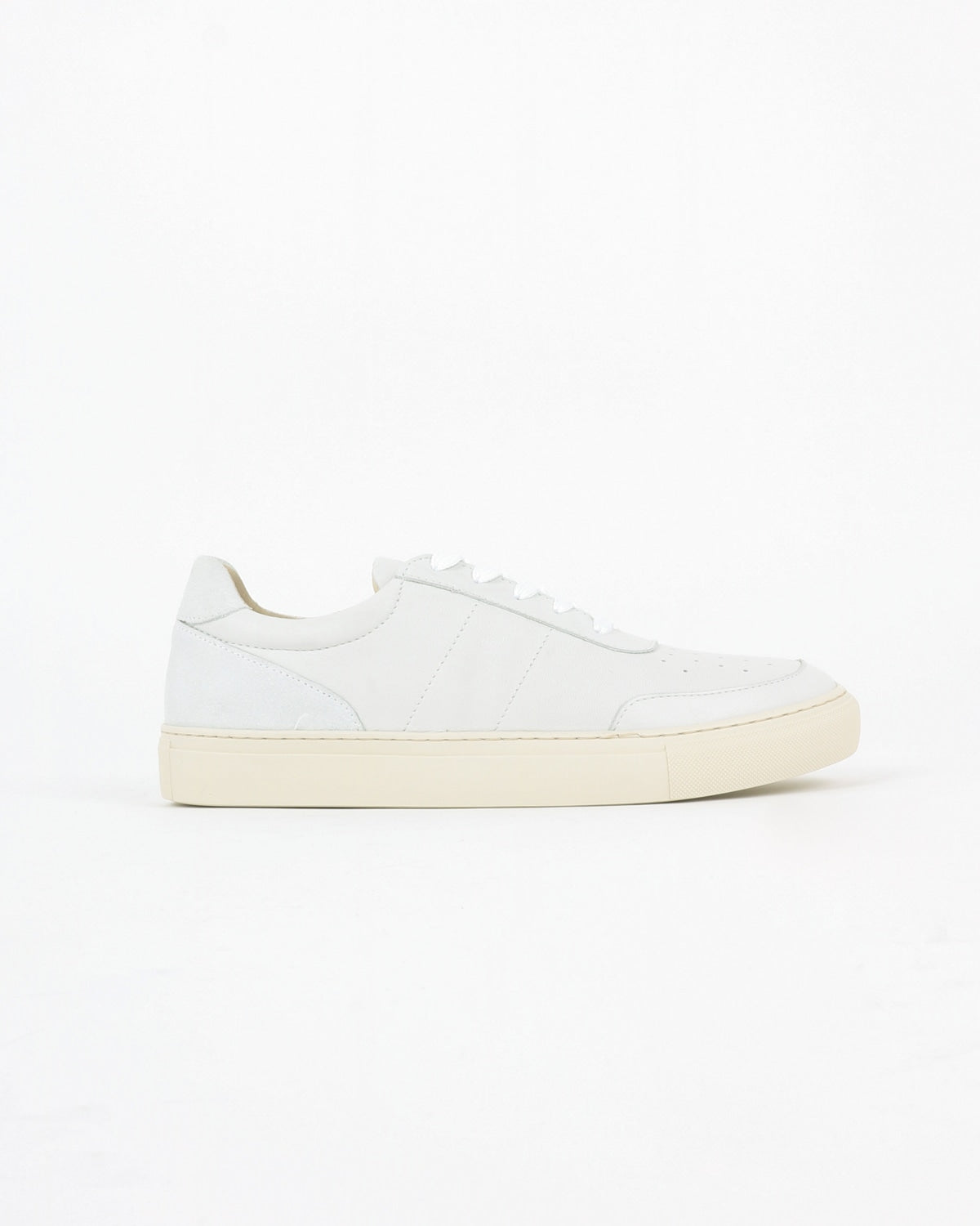 garment project_base low sneaker_white leather_view_1_4