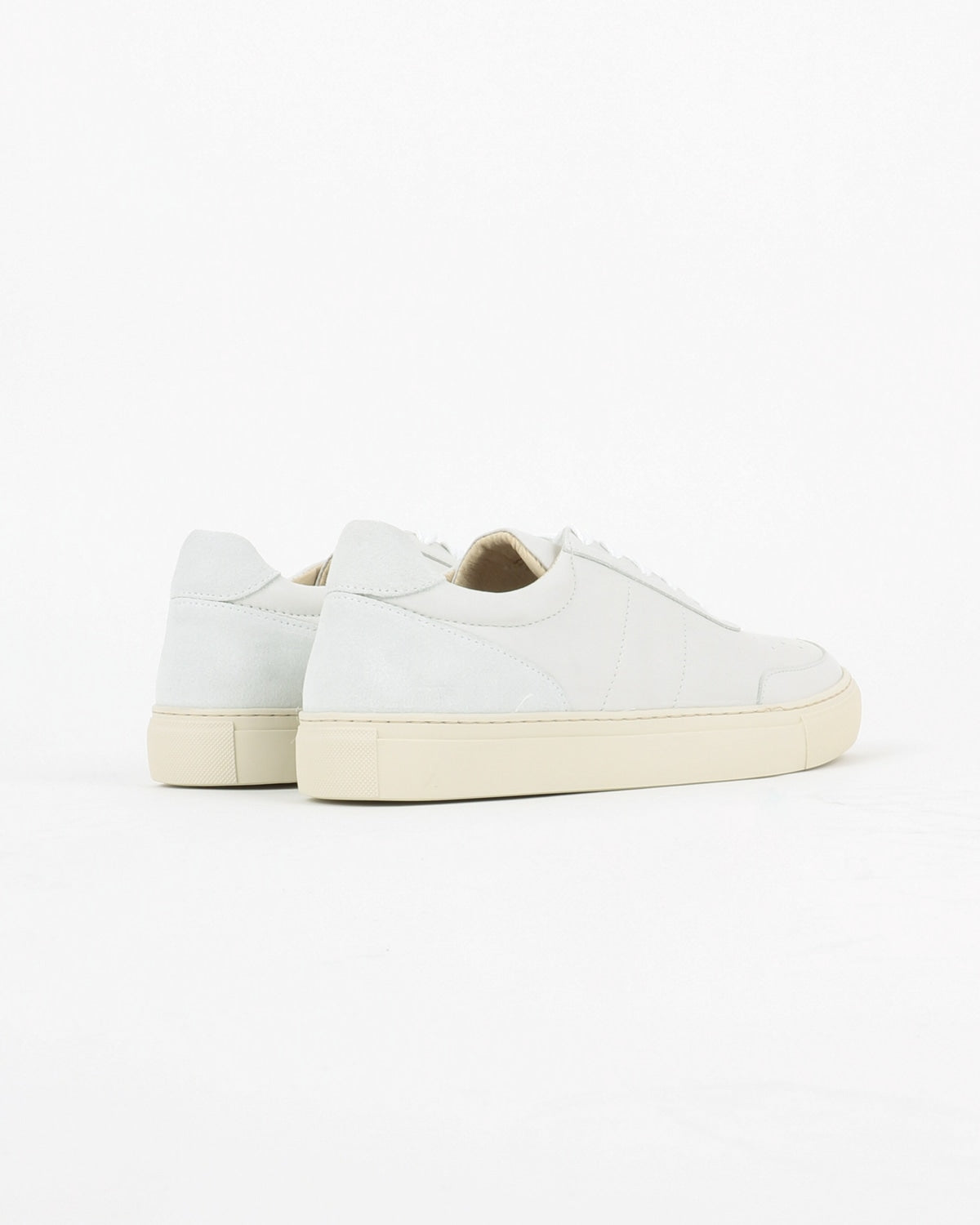 garment project_base low sneaker_white leather_view_3_4