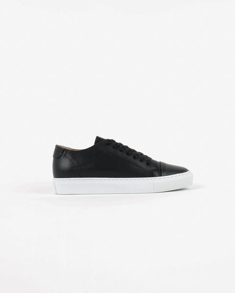 garment project_classic lace sneaker_black_view_1_4