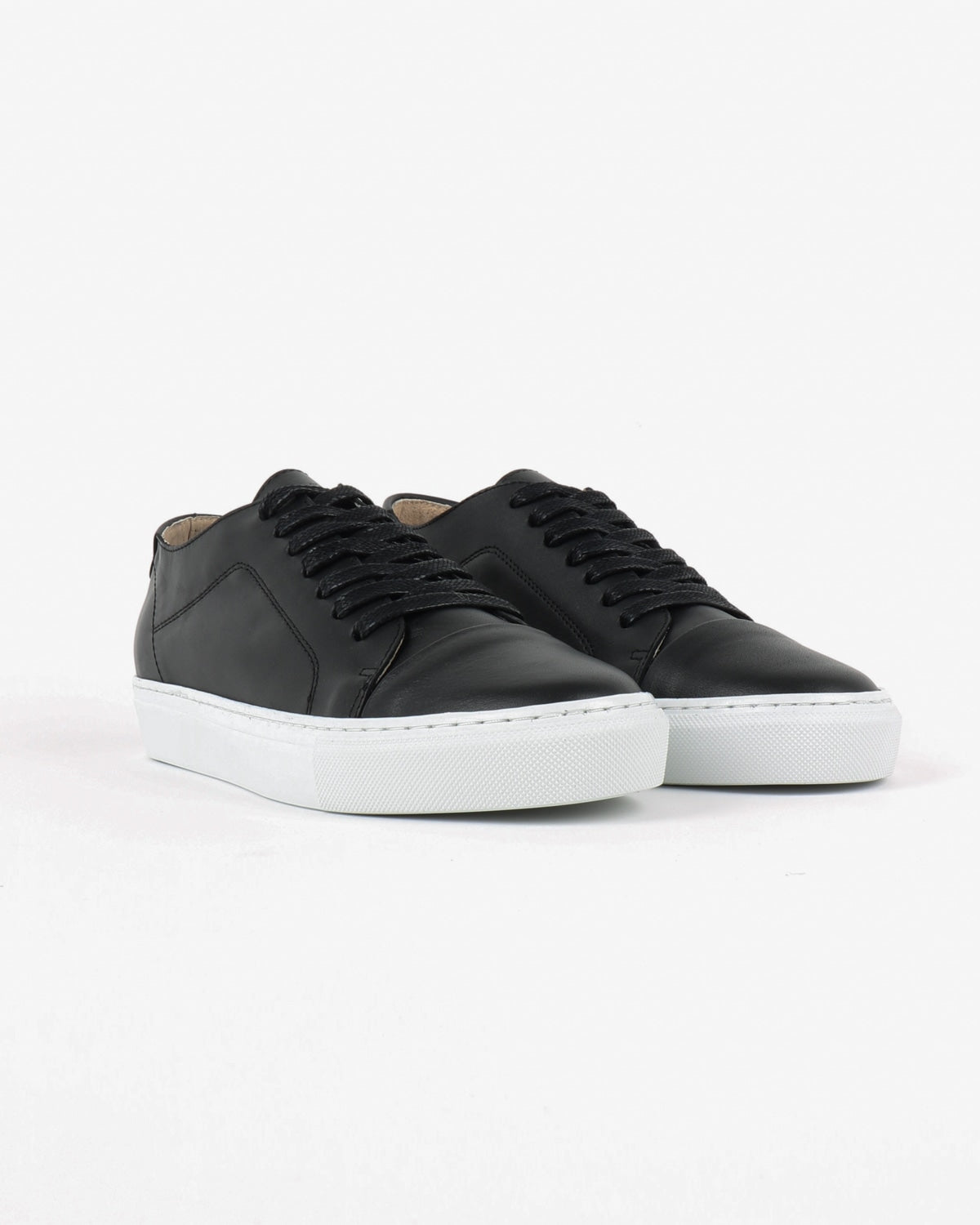 garment project_classic lace sneaker_black_view_2_4